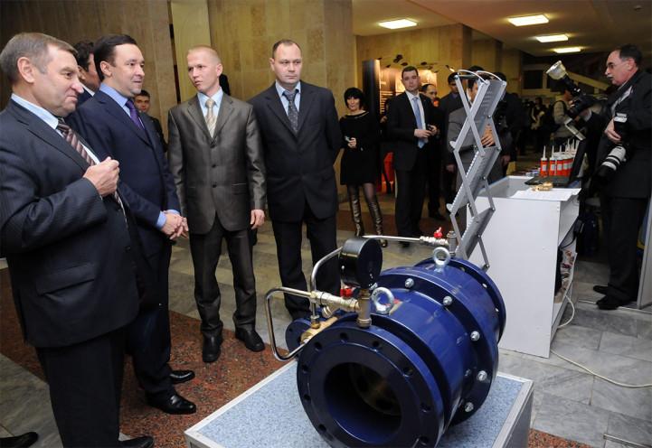 Презентация продукции на выставке с участием премьер-министра Республики Татарстан И. Ш. Халиковым